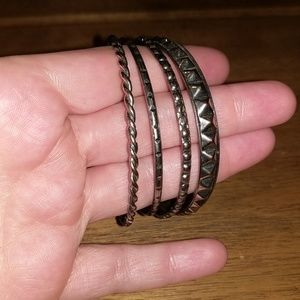 Jewelry - 4 textured silver color bangles